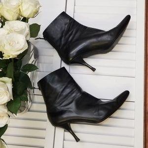 Stuart Weitzman Black Leather Booties sz 10M